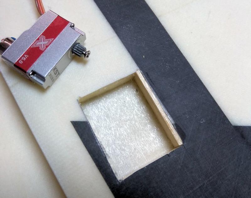 036 Empiezo a poner paredes de balsa de 1.5mm