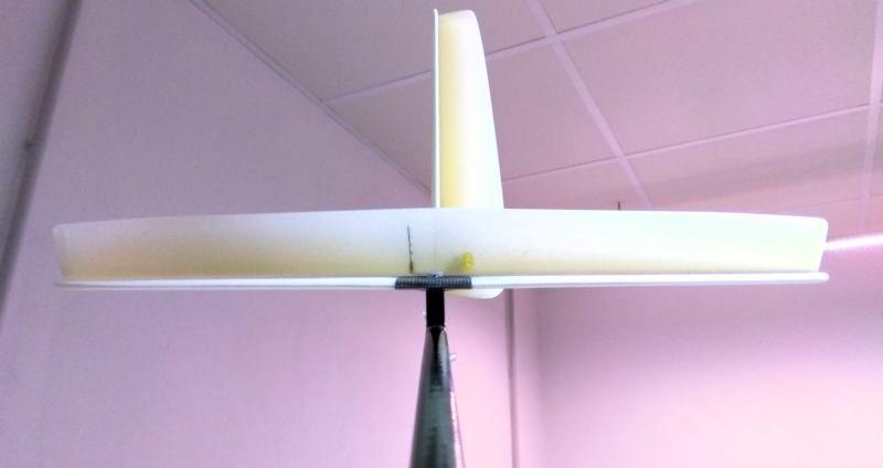 107 Estabilizador y deriva pegados al tubo de cola